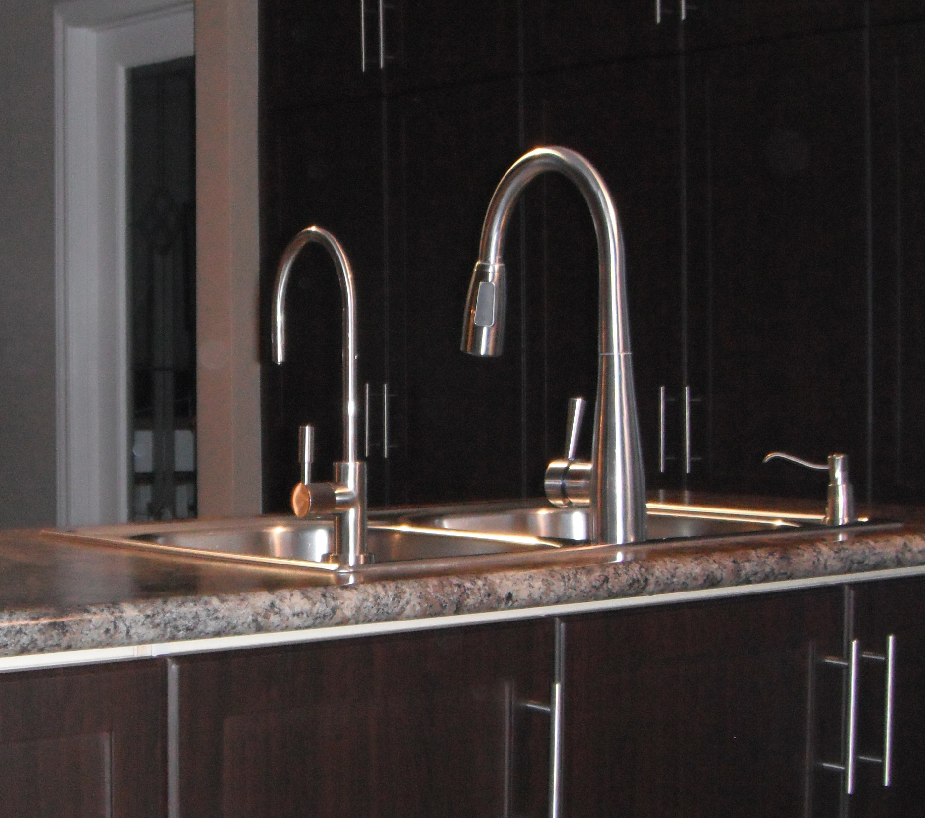 Matching Kitchen Water Filter Faucet Image